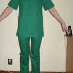 Costum medical bluza in V cu maneca scurta, pantalon in talie cu elastic si snur . Material tercot verde